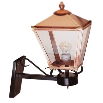 Lampe cuivre en forme réverbère, Applique murale